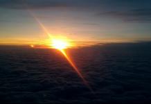 zapad slnka z lietadla