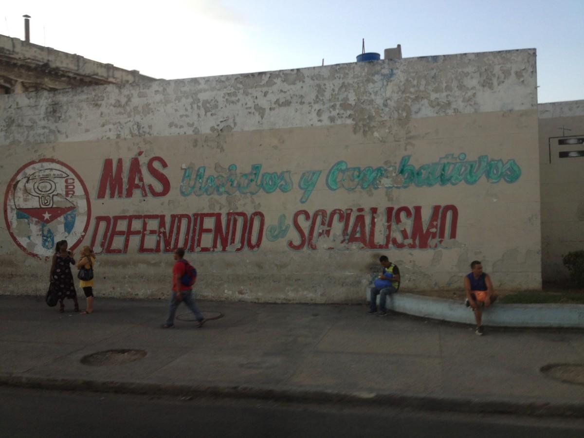 Más unidos y combativos definiendo el socialismo
