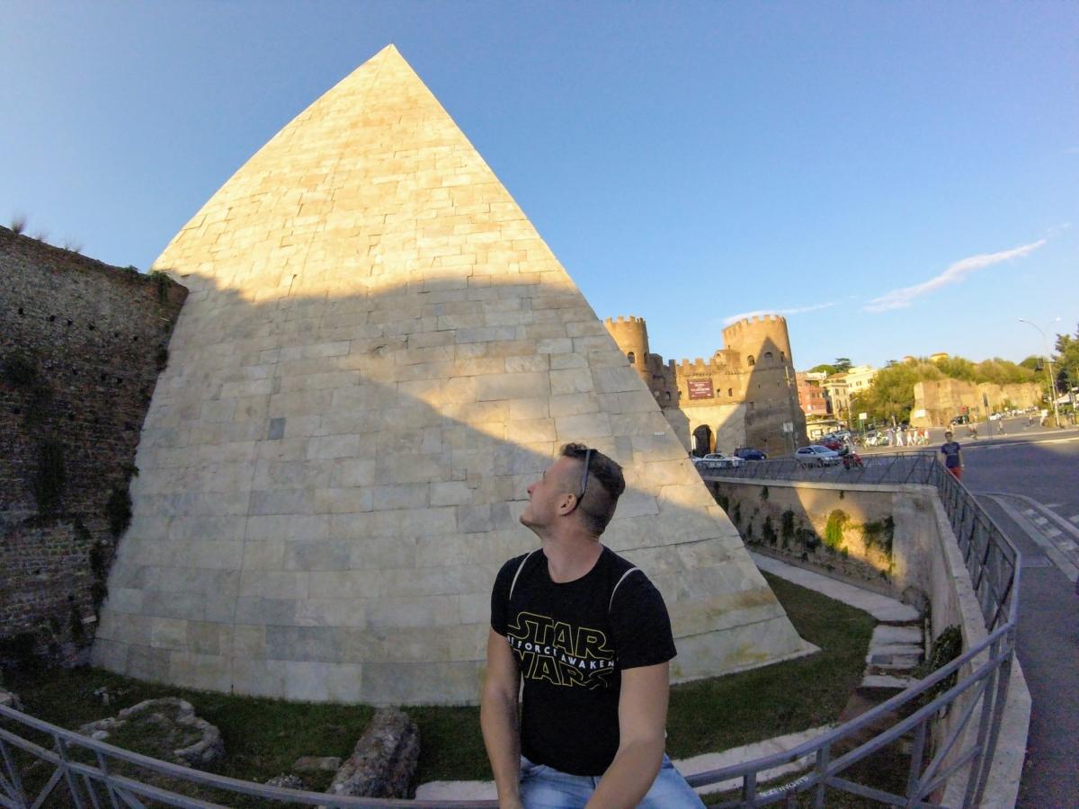cestiova pyramída v ríme