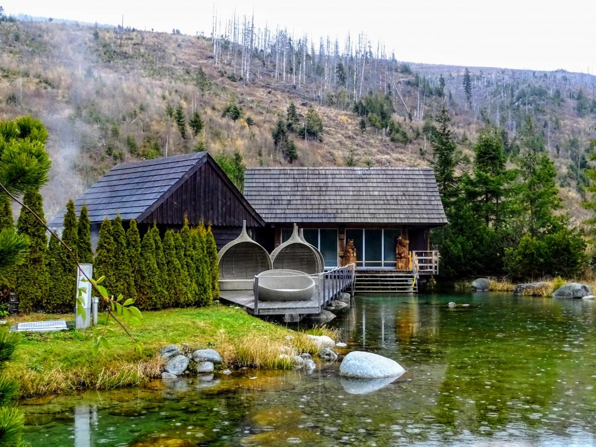 Wellness v Permone je jeden z najznámejších wellnessov hotelov na Slovensku. Počul o ňom už hádam každý a tak som sa potešil, keď sa mi vyskytla príležitosť stráviť tu jeden celý deň. Prečítaj si moju recenziu a napíš mi do komentára tvoje skúsenosti s wellnessom.