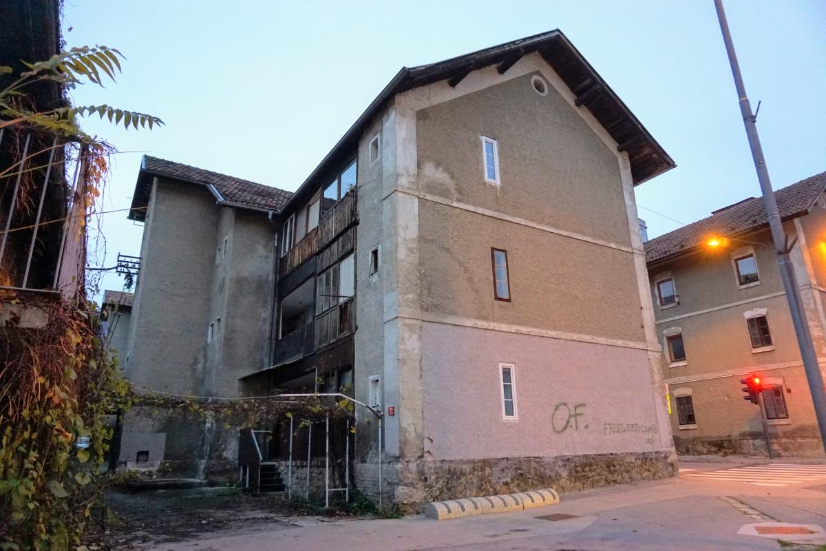 Pôvodné domy baníkov v meste Trbovlje.