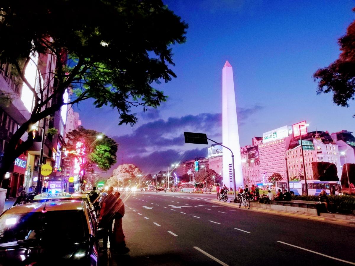 Plaza Mayo, Casa Rosada a Obelisk