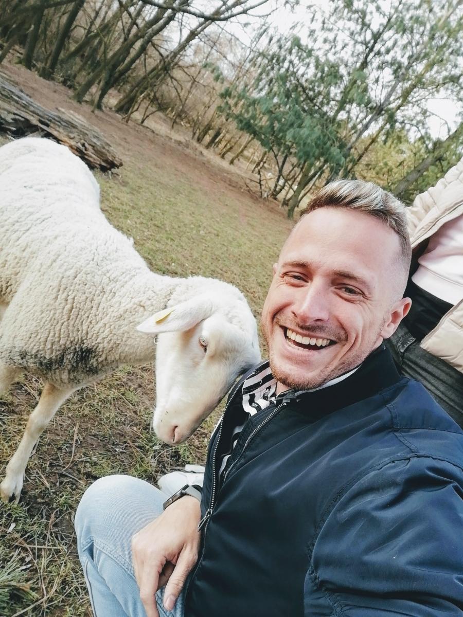 Biofarma Príroda Salaš Stupava vám dovolí dotýkať sa zvierat a oviec.