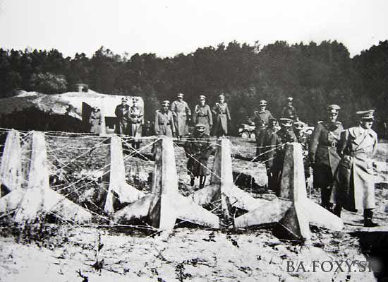 Fotografia Adolfa Hitlera v Bratislave, dňa 25.10.1938 pred bunkrom B-S 4 Lány.