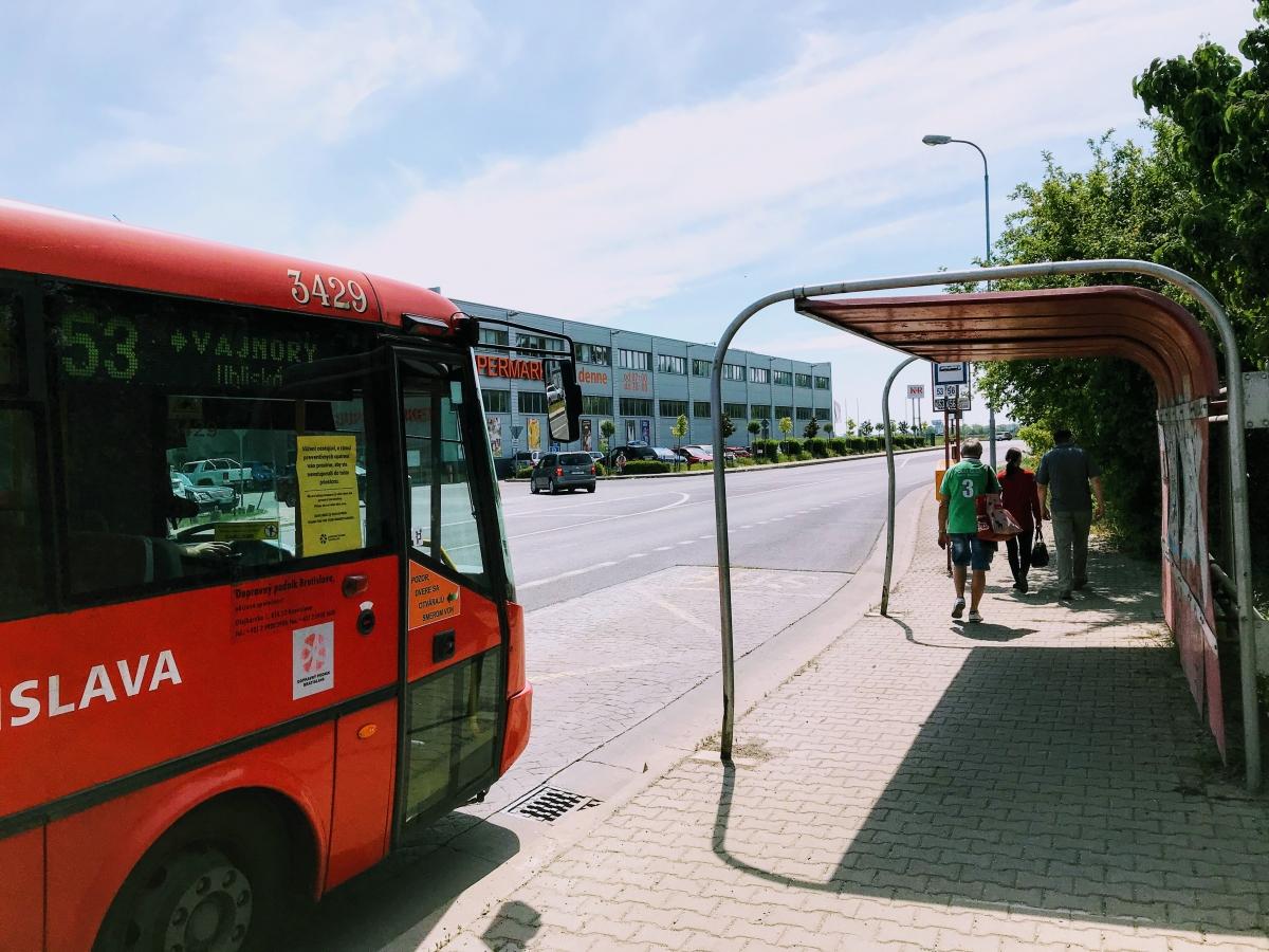 Ako sa dostať na nudapláž Zlaté Piesky autom, autobusom, MHD, električkou