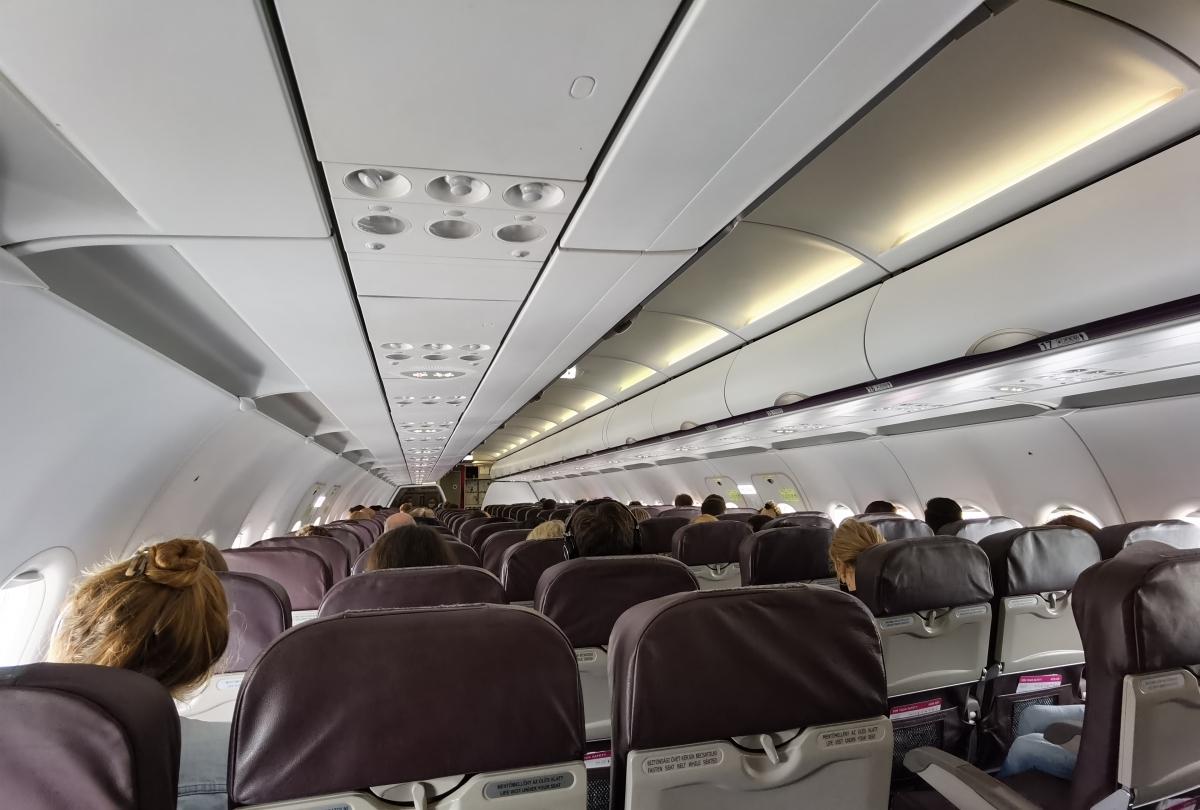 Cestovanie lietadlom po korone.