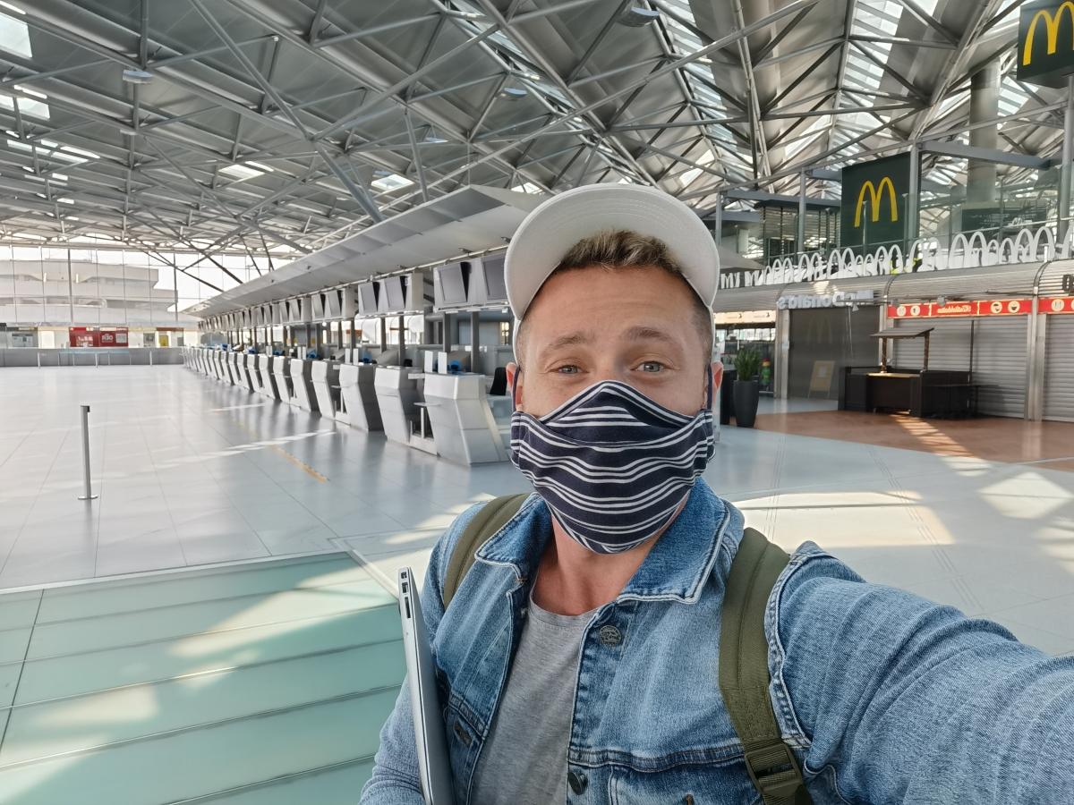 Cestovanie lietadlom po koronavíruse a Milan Bez Mapy.