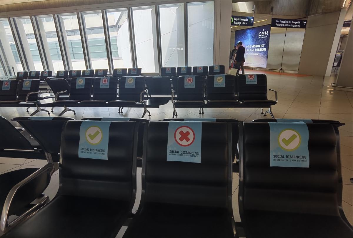 Povinné rozostupy na letisku v Kolíne