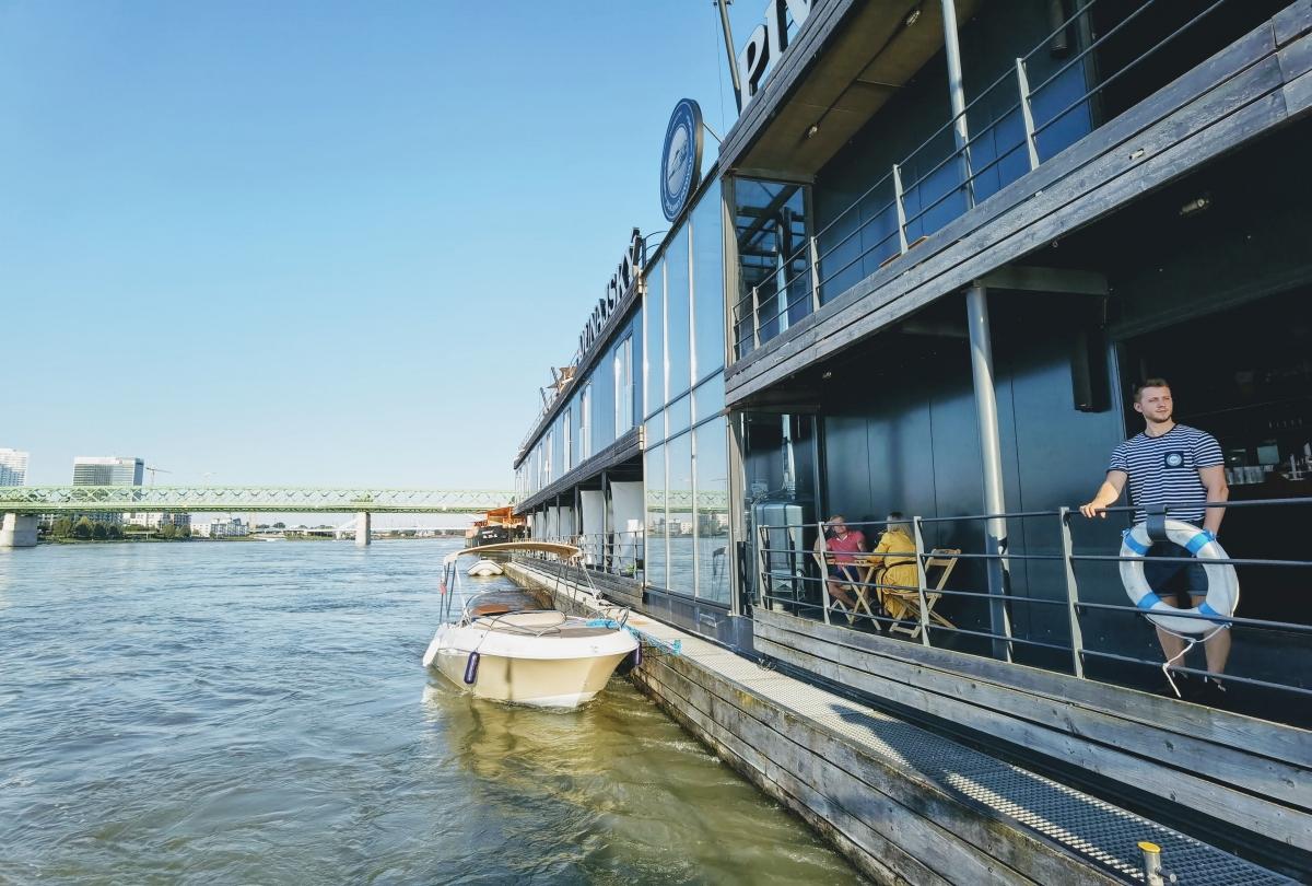 Výlet motorovým člnom po Dunaji
