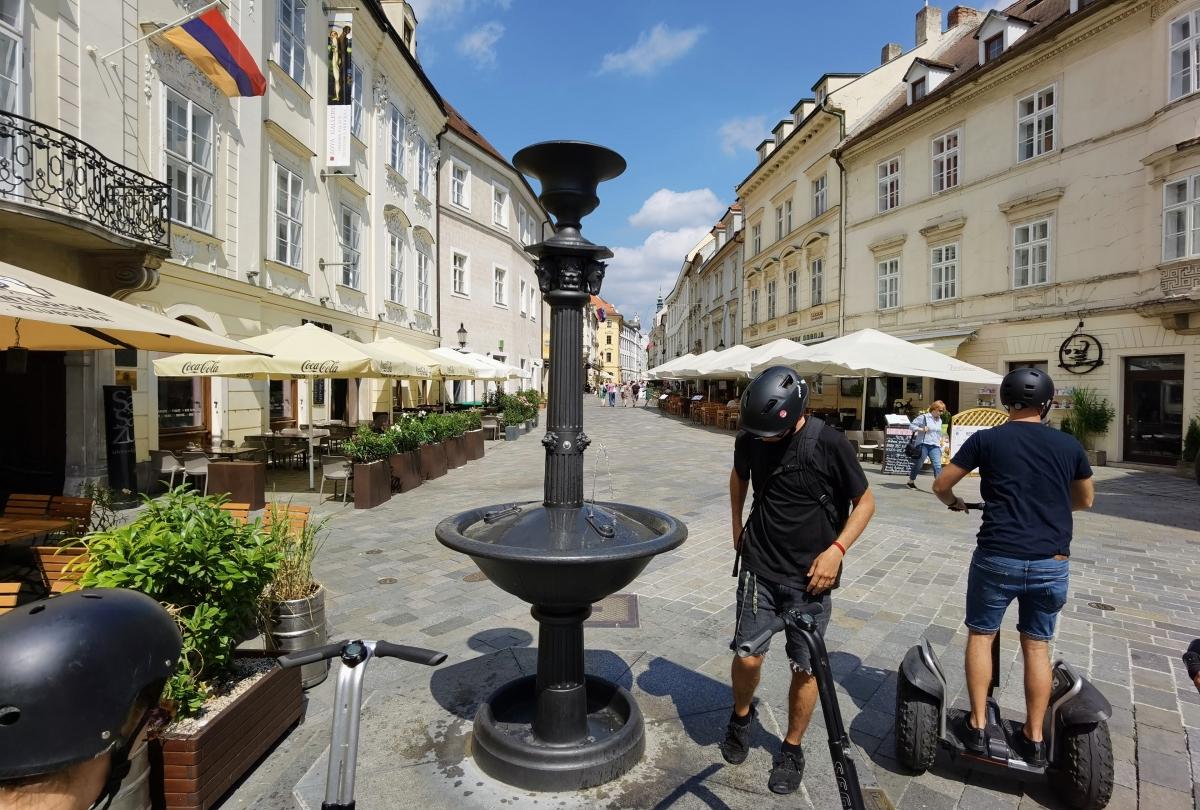 Prehliadka historického centra Bratislavy a Sadu Janka Kráľa na segwai