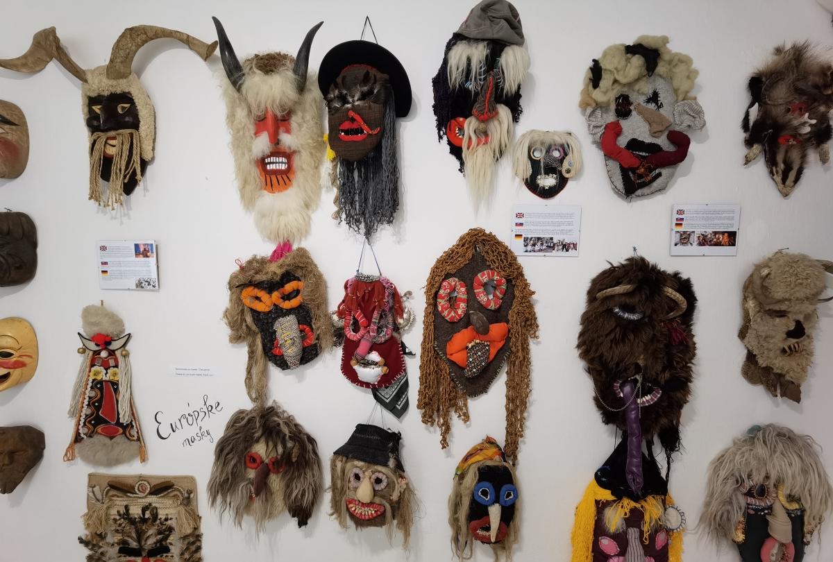 Galéria masiek v Lišove