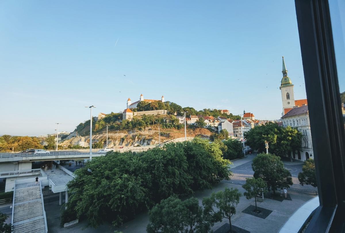 Výhľad na hrad z hotela Park Inn v Bratislave