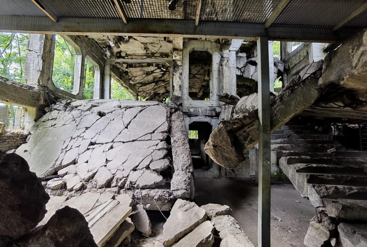 Budova vo Westerplatte, ktorú zničila nemecká bomba. Foto: Huawei P40 Pro.