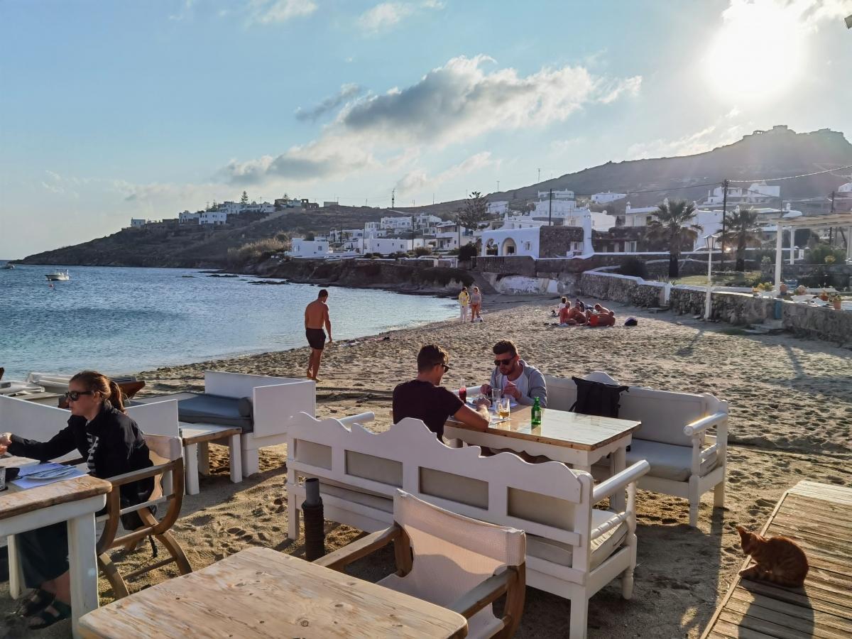 Aperanto Galazio Mykonos na pláži Ornos