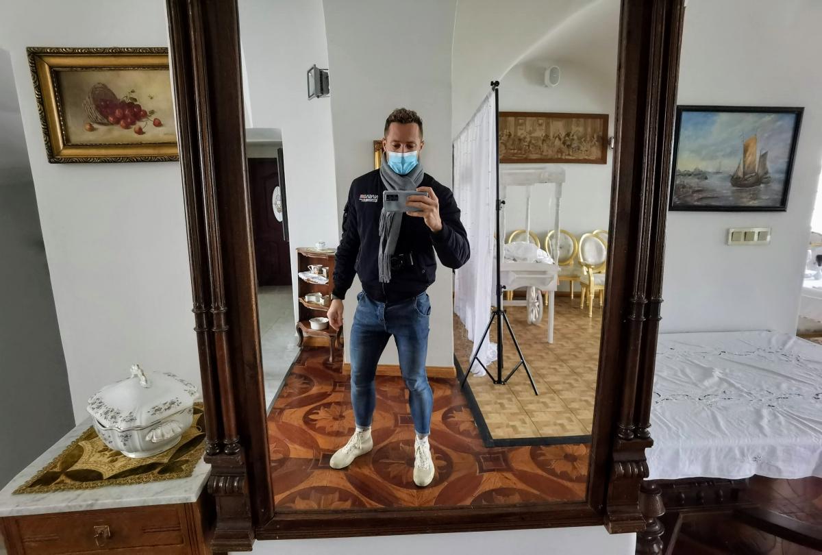 Interiér kaštieľa v Bernolákove a Milan Bez Mapy