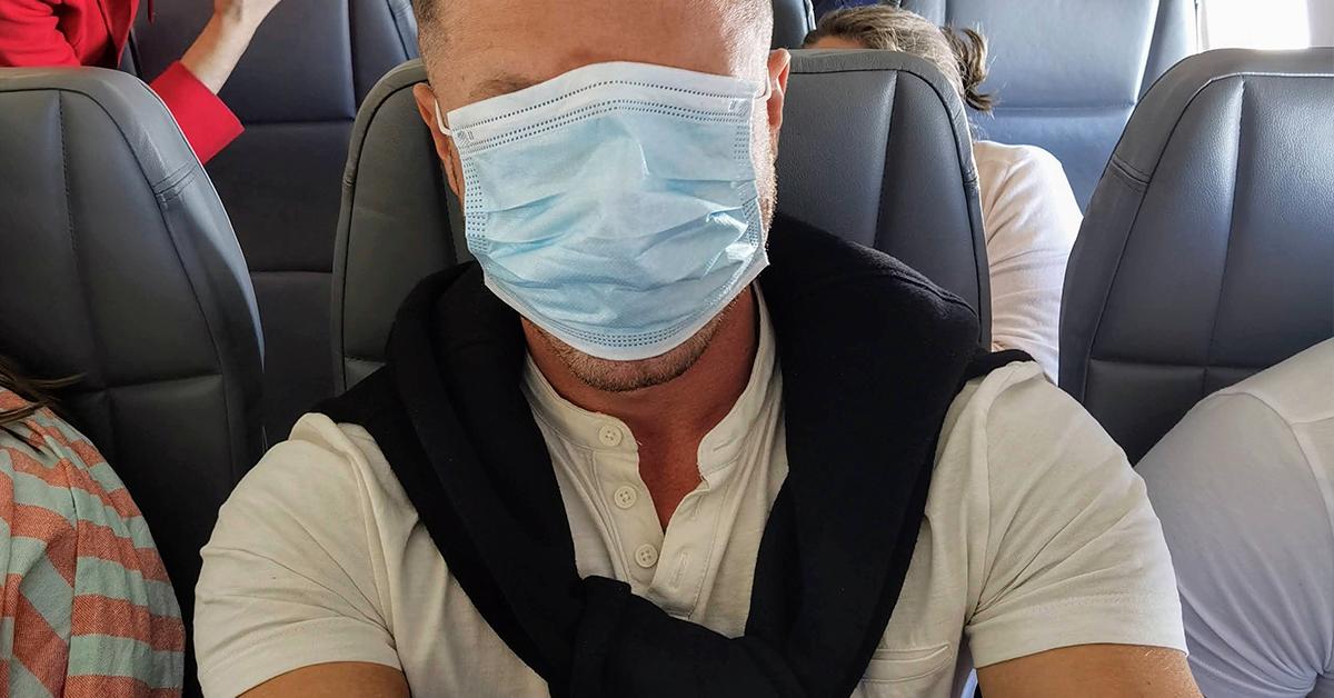 Rúško v lietadle