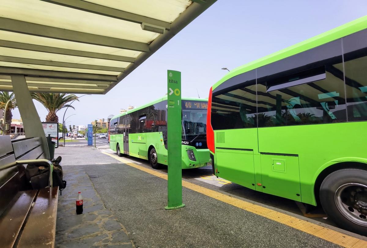 Cestovanie autobusom alebo prenájom auta na Tenerife