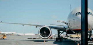 Ako so zbraňou do lietadla legálne a bezpečne? Treba zbrojný pas