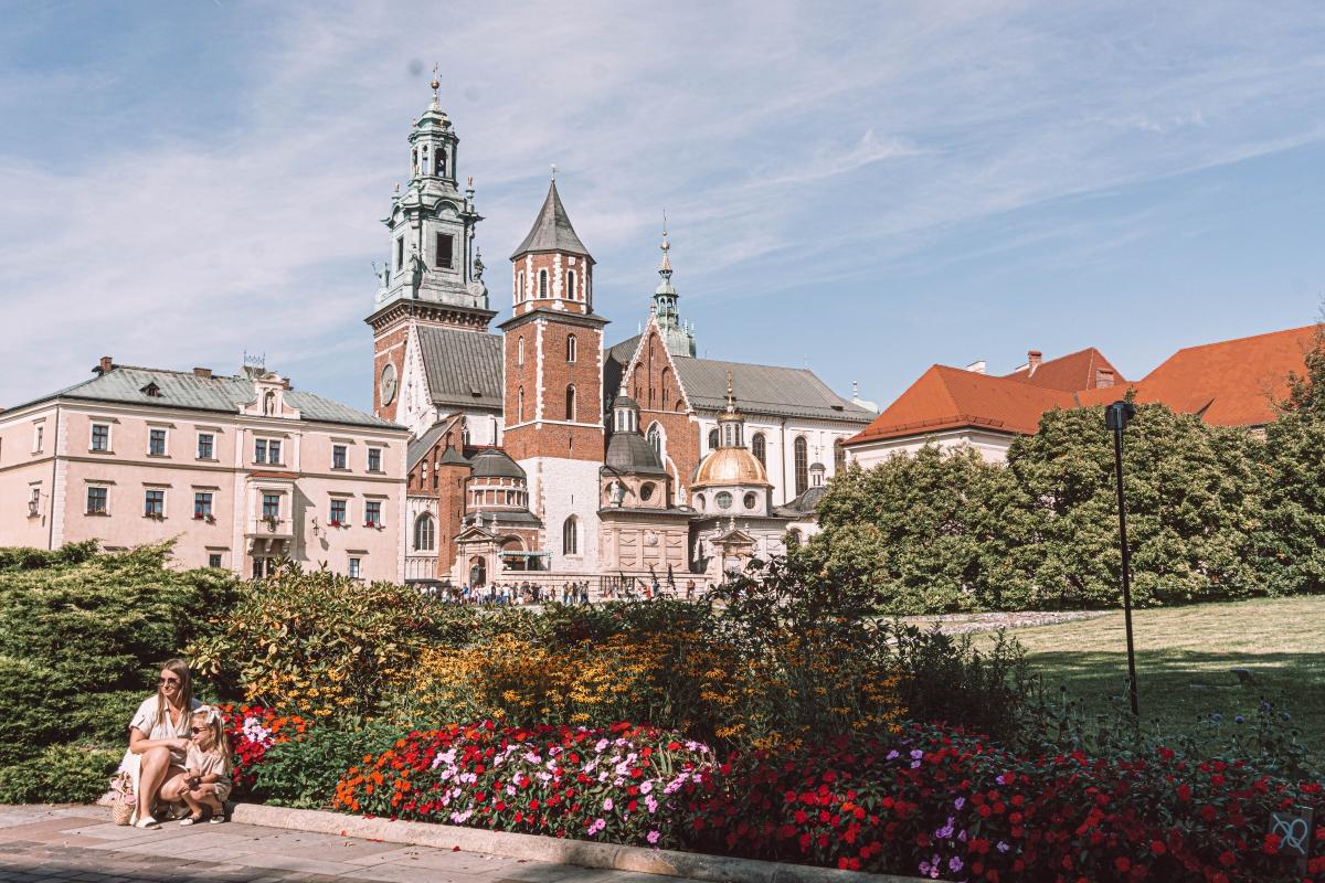 Wawel, zámok nad mestom v Krakove a zbierka kobercov