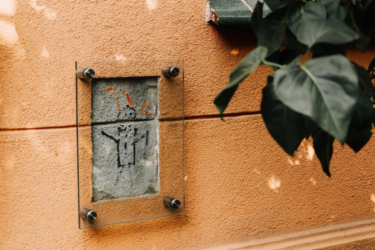 Posledný pôvodný škriatok na ulici Mariana Smoluchowskiego 22 vo Vroclave